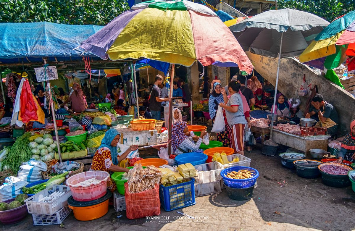 Keboen Roek Traditional Local Market Ampanan West Lombok