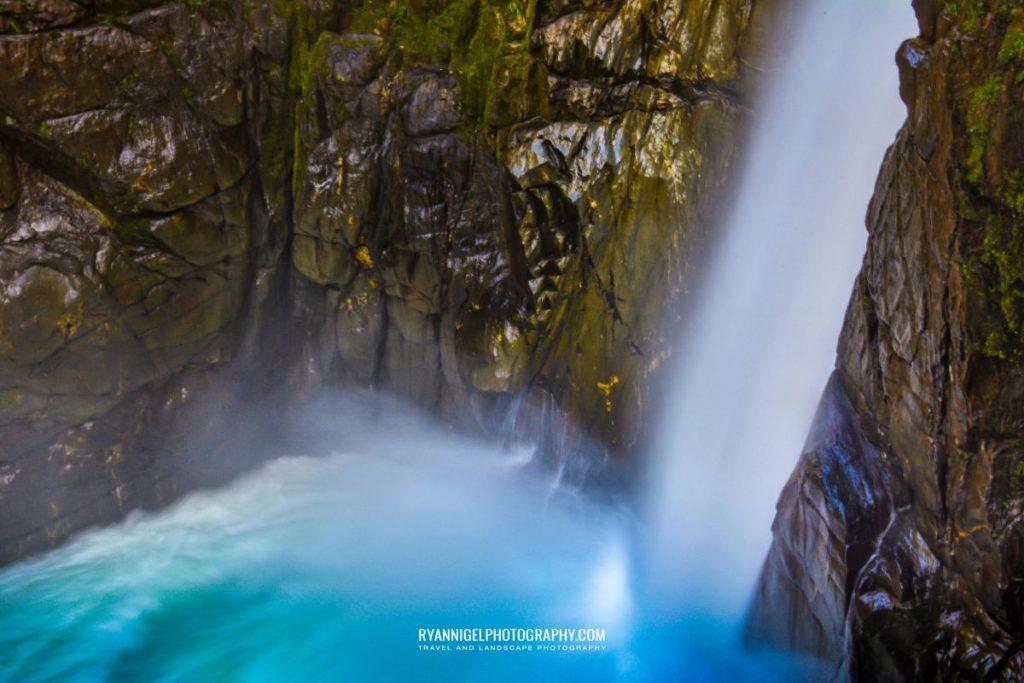 the-devils-bowl-waterfall_16451980986_oedit