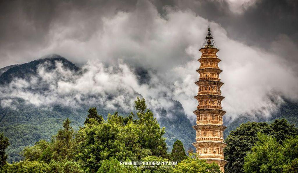 three-pagodas-temple-dali_48660880266_oedit